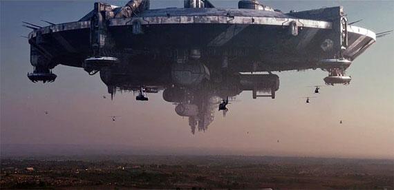 A nave alienígena paira sobre o Distrito 9