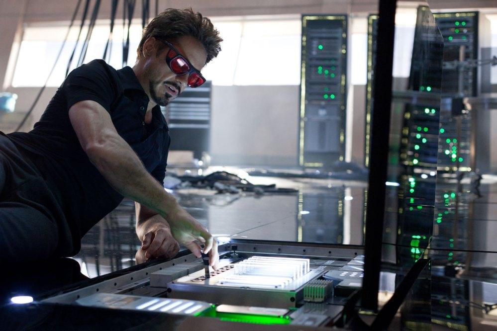 Tony Stark tira onda que é cientista espacial... (4/6)