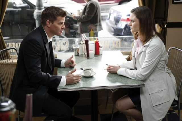 Booth (David Boreanaz) e Brennan (Emily Deschanel)