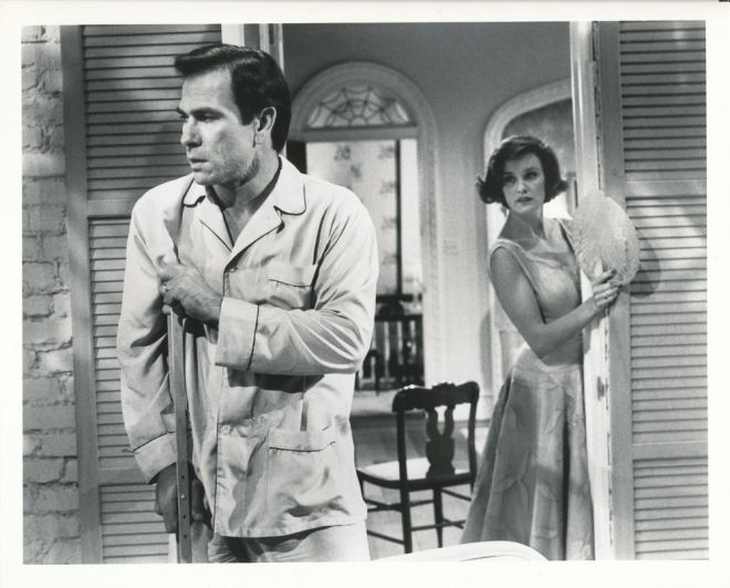 Tommy Lee Jones and Jessica Lange in Cat on a Hot Tin Roof (1985)