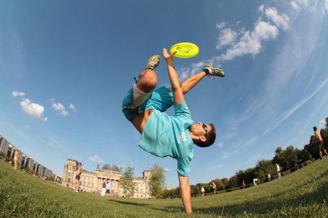 free_style_frisbee_handstand_catch